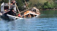 Foto : Beberapa kapal wisata di Labuan Bajo tenggelam karena tidak terurus pasca pandemi virus coorna (Liputan6.com/Ola Keda)