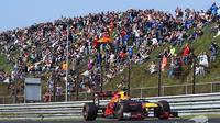 Pebalap Red Bull, Max Verstappen, membukukan rekor lap baru di Sirkuit Zandvoort, di  Amsterdam, Belanda, Minggu (21/5/2017). (Motorsport)