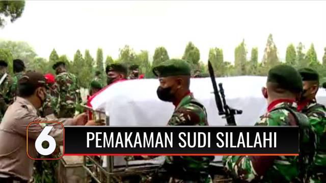 Jenazah Mantan Menteri Sekretaris Negara, Sudi Silalahi dimakamkan di Taman Makam Pahlawan Nasional Kalibata, Jakarta Selatan. Upacara pemakaman dipimpin langsung oleh Menkopolhukam Mahfud MD dan dihadiri sejumlah tokoh.