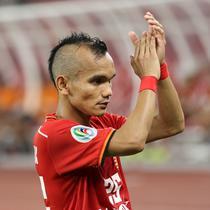 Gelandang Persija Jakarta, Riko Simanjuntak, saat melawan Shan United pada laga Piala AFC 2019 di SUGBK, Jakarta, Rabu (15/5). Persija menang 6-1  atas Shan United. (Bola.com/M Iqbal Ichsan)