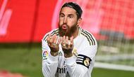 2. Sergio Ramos (Real Madrid) - Sergio Ramos dikenal dengan permainan kerasnya saat menjaga lini pertahanan Real Madrid dari setiap serangan lawan. Selain tangguh, bek berusia 34 tahun ini juga andal dalam mencetak gol. (AFP/Gabriel Bouys)