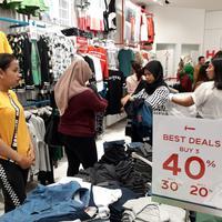 Brand fashion lokal Hammer merilis koleksi akhir tahun di gerai terbarunya di Supermal Karawaci, Tangerang