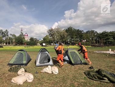 Warga Cipinang Melayu Kemah Massal Sambut Malam Tahun Baru