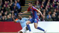 Winger Manchester City Raheem Sterling mencetak gol ke gawang Crystal Palace dalam lanjutan Liga Inggris di Selhurst Park, London, Minggu (14/4/2019).   (Steven Paston/PA via AP)