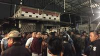 Lokasi bentrok antara Jakmania dengan suporter PSM Makassar di kawasan Tebet, Jakarta, Selasa malam (6/8/2019).(Liputan6.com/ Muhammad Radityo Priyasmoro)