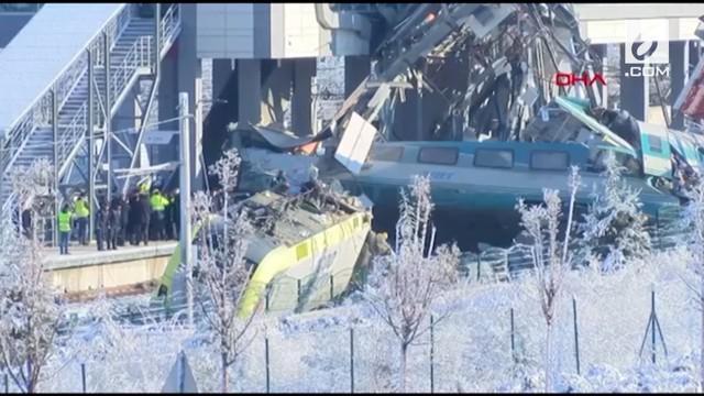 Sebuah kereta berkecepatan tinggi bertabrakan dengan lokomotif lain di Ankara, Turki.