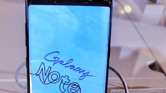 Samsung Galaxy Note 9 hadir dibekali dengan kecanggihan dari seri sebelumnya. Misalnya saja dari sisi baterai yang kini berkapasitas 4000 mAh, storage, RAM besar, S Pen dengan fitur terbaru dan canggih. (Liputan6.com/Faizal Fanani)