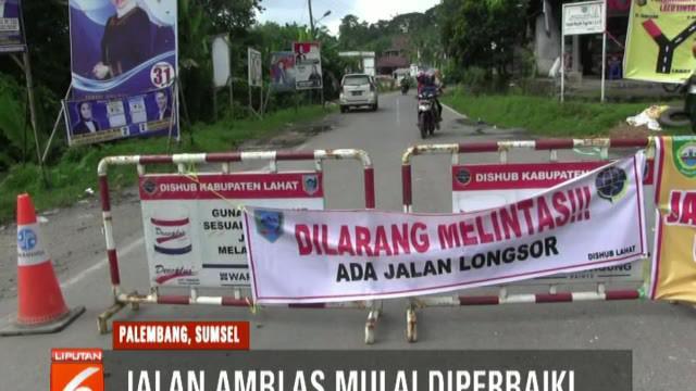 Puluhan petugas dikerahkan untuk perbaiki Jalan Begara Lintas Lahat, Pagar Alam, yang sempat amblas.