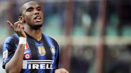 1. Samuel Eto'o – Striker tajam ini pernah secara terbuka berkomentar pedas tentang Jose Mourinho. Namun Eto'o harus menelan semua ucapannya, pada tahun 2009 ia direkrut Mourinho ke Inter Milan dan memenangi treble disana. (AFP/Filippo Monteforte)