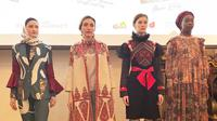4 desainer Indonesia, Dian Pelangi, Itang Yunasz, Alleira Batik, dan 2 Madison Avenue akan memamerkan busana rancangannya di New York Fashion Week