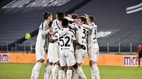 Pemain Juventus merayakan gol Dejan Kulusevski pada laga babak 16 besar Piala Italia antara Juventus dan Genoa di stadion Allianz di Turin, Italia, Rabu, 13 Januari 2021. (Marco Alpozzi / LaPresse via AP)