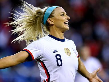 Julie Ertz merupakan pemain Chicago Red Stars di Liga Sepak Bola Putri AS. Dirinya juga merupakan pemain yang berjasa membawa Timnas Amerika Serikat menyabet trofi Piala Dunia Putri 2019. Ertz tercatat mengantongi bayaran 430 ribu dolar (Rp6,2 miliar) per tahun. (Foto: AFP/Getty Images/Mike Stobe)