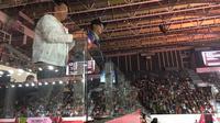 Mensos, Agus Gumiwang Kartasasmita nonton bersama Menpora laga bulutangkis semifinal Asian Para Games 2018.
