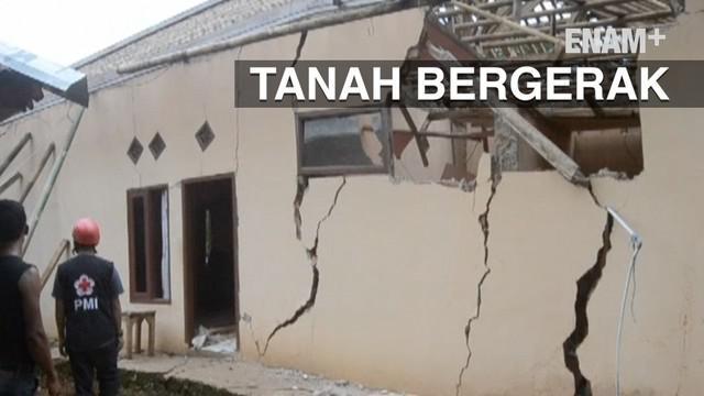 Bencana longsor dan tanah bergerak merusak ratusan rumah di kecamatan Cicurug, Sukabumi Jawa Barat. Akibatnya ratusan KK mengungsi