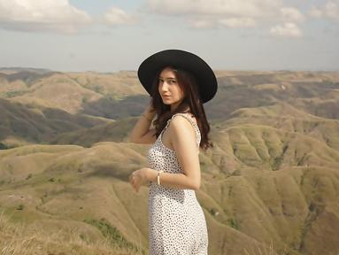 Pemeran Amanda dalam film Maripossa, Dannia Salsabilla sempat masuk dalam nominasi Piala Maya dalam kategori Aktris Pendatang Baru. Sejak saat ini namanya pun makin terkenal dan mulai main web series bersama aktor muda lainnya, seperti Junior Roberts. (Liputan6.com/IG/@danniasalsabilla)