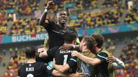 Tak diprediksi sebelumnya, Timnas Austria berhasil mentas dari fase grup Piala Eropa dan melenggang ke babak 16 besar. Mereka kini mengusung mimpi yang lebih tinggi untuk meraih kemenangan di babak itu walau lawannya adalah Italia yang performanya sedang menanjak. (Foto: AFP/Pool/Daniel Mihailescu)