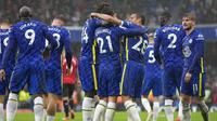 Para pemain Chelsea merayakan gol yang dicetak bek Ben Chilwell ke gawang Southampton pada pertandingan lanjutan Liga Inggris di Stadion Stamford Bridge di London, Sabtu (2/10/2021). Chelsea menang atas Southampton dengan skor 3-1. (AP Photo/Kirsty Wigglesworth)