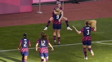 Amerika Serikat keluar sebagai pemenang usai kalahkan Australia pada cabang olahraga sepak bola putri Olimpiade Tokyo 2020 di pertandingan perebutan medali perunggu. Mereka berhasil menang tipis dengan skor 4-3. (Foto: AP/Kiichiro Sato)