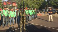 Kepolisian Daerah Jawa Timur menggelar puncak perayaan Hari Bhayangkara ke 73 di Markas Komando Daerah Militer V/Brawijaya Surabaya (Foto:Liputan6.com/Dian Kurniawan)