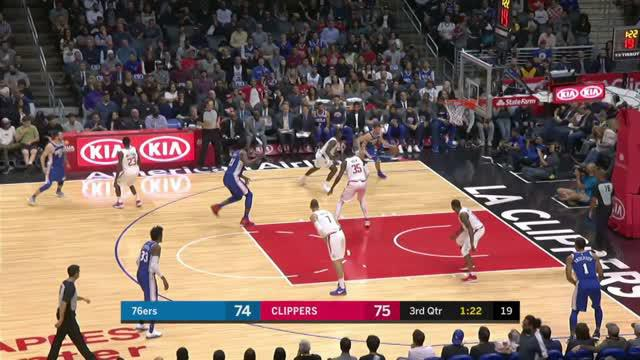 Philadelphia 76ers mengalahkan Los Angeles Clippers dengan skor 109-105 dalam lanjutan pertandingan NBA 2017-2018.