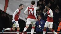 Para pemain Arsenal merayakan gol ke gawang Chelsea pada laga semifinal Piala Liga Inggirs di Emirates stadium, London, (24/1/2018). Arsenal menang 2-1. (AP/Matt Dunham)