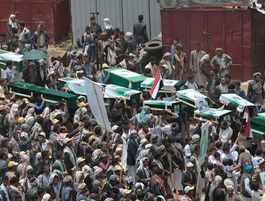Pemakaman Puluhan Anak Korban Serangan Koalisi Arab Saudi