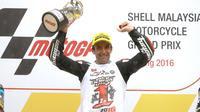 Johann Zarco menjadi juara Moto2 2016 setelah memenangi balapan di Sirkuit Sepang, Malaysia, Minggu (30/10/2016). (Crash)