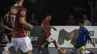 Pemain futsal Indonesia, Hairul Ohorella, meramaikan grand final Super Soccer Futsal Battle 2017 di Bintaro Jaya ExChange, Tangerang, Sabtu (21/10/2017). Timnas futsal Piala AFF 2010 tampil melawan All Star. (Bola.com/Vitalis Yogi Trisna)