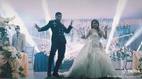 Joget K-Pop saat menikah (Sumber: TikTok/firespinner_isaiahcadag)