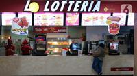 Suasana  gerai makanan cepat saji asal Korea, Lotteria di Kawasan Fatmawati, Jakarta, Satu (20/6/2020). Setelah 9 tahun, Lotteria mengumumkan akan menutup semua gerainya di Indonesia secara permanen per tanggal 29 Juni 2020. (Liputan6.com/Herman Zakharia)