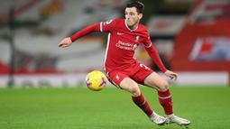 Andrew Robertson hanya mendapatkan bayaran 50 ribu pounds (Rp990,5 juta) per minggu dari Liverpool. Hal tersebut jauh dari rata-rata pemain yang satu level dengannya. Robertson sendiri telah membuktikan dirinya sebagai salah satu bek kiri terbaik di Liga Inggris. (Foto: AFP/Pool/Michael Regan)