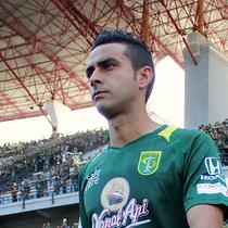 Pemain Persebaya Surabaya, Otavio Dutra. (Bola.com/Aditya Wany)