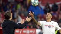 Bek Sevilla, Diego Carlos. (AFP/CRISTINA QUICLER)