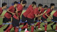 Pemain Timnas Indonesia saat sesi latihan di Stadion Madya, Jakarta, Senin, (17/2/2020). Latihan tersebut untuk persiapan laga Kualifikasi Piala Dunia 2022 zona Asia. (Bola.com/M Iqbal Ichsan)