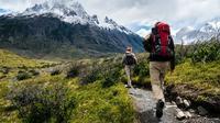Ilustrasi hiking, gunung (Photo by Toomas Tartes on Unsplash)