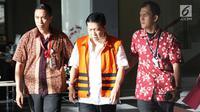 Ekspresi tersangka e-KTP Setya Novanto seusai menjalani pemeriksaan di Gedung KPK, Jakarta, Jumat (24/11). Usai menjalani pemeriksaan, Setya Novanto atau Setnov yang masih terlihat lesu. (Liputan6.com/Immanuel Antonius)
