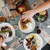 Soal makanan, tiga zodiak ini pemilih banget. (Sumber foto: unsplash.com/Ali Inay)