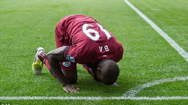3 Pesepakbola Muslim yang Taat, Ini Buktinya - Bola Liputan6.com