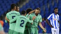 Striker Real Madrid Karim Benzema dan rekan-rekannya merayakan gol ke gawang Real Sociedad dalam lanjutan Liga Spanyol di Anoeta stadium, San Sebastian, Senin (22/6/2020) dini hari WIB.(AP Photo/Alvaro Barrientos)