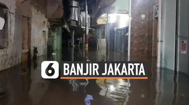 Jumat (5/1) pagi banjir merendam ratusan rumah di kawasan Kebon Pala Kampung Melayu Jakarta Timur. Banjir dipicu meluapnya sungai Ciliwung.