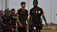 Tim Persipura seusai uji coba melawan ASIFA di Kusuma Agro Wisata, Kota Batu, Selasa (28/8/2018). (Bola.com/Iwan Setiawan)