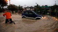 Hujan deras mengakibatkan wilayah Penang direndam banjir (Bernama)