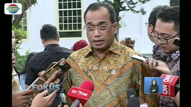 Pemerintah, melalui Kementerian Perhubungan meminta maskapai Lion Air menunda kebijakan tidak ada bagasi gratis.