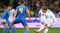 Timnas Prancis hanya mampu bermain imbang 1-1 kontra Ukraina pada laga kelima Grup D kualifikasi Piala Dunia 2022 zona Eropa di NSK Olimpiyskiy, Minggu (5/9/2021) dini hari WIB. (AFP/FRANCK FIFE)