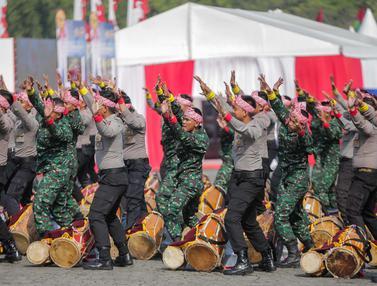 Aksi Rampak Gendang Gabungan TNI-Polri di HUT Bhayangkara