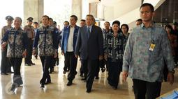 Ketua Umum Partai Demokrat, Susilo Bambang Yudhoyono bersiap menghadiri puncak HUT Partai Demokrat ke-14 di Gedung Parlemen Senayan, Jakarta, Rabu (9/9/2015). Dalam pidatonya, SBY memberikan arahan kepada para kader PD. (Liputan6.com/Helmi Fithriansyah)