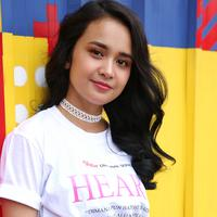 Hadiri ON OFF FESTIVAL, Michelle Ziudith sengaja nantikan aksi WINNER. (Adrian Putra/Fimela.com)