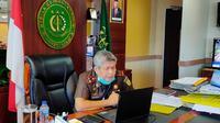 Kajati Sulsel, Firdaus Dewilmar menegaskan jika pihaknya tak akan berhenti mengusut dugaan korupsi pengelolaan anggaran di lingkup PDAM Makassar (Liputan6.com/ Eka Hakim)