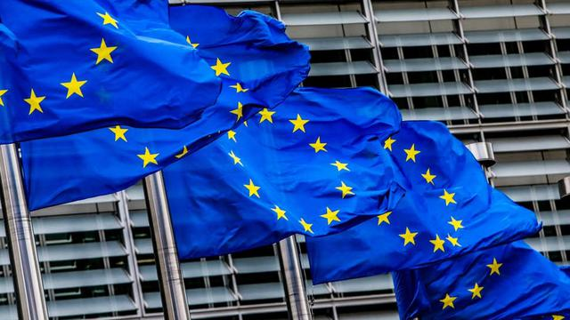 Ilustrasi bendera Uni Eropa di kantor pusatnya di Brussels (AP Photo)