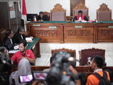 Suasana sidang lanjutan praperadilan yang diajukan mantan Ketua Umum PPP Romahurmuziy  di PN Jakarta Selatan, Jakarta, Selasa (14/5). Hakim tunggal Agus Widodo menolak permohonan praperadilan Romahurmuziy seluruhnya. (Liputan6.com/Faizal Fanani)
